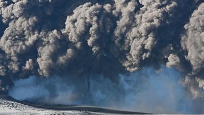 Hotet av två vulkanutbrott hänger över Island - turistmål