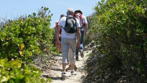 Äldre ute på vandring