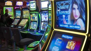 Penningspelsautomater i Feel Vegas i köpcentret Sello.