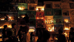 Kyrka i Manila i Filippinerna under alla helgons dag