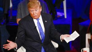 Donald Trump under en debatt inför primärvalet i Wisconsin