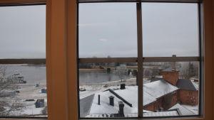 Utsikten från Simon Gottbergs kontor i Fixhuset i Ekenäs.