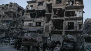 Många invånare i Ghouta tvingas bo i bombskadade bostadshus