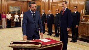 Maxim Huerta svärs in som kulturminister