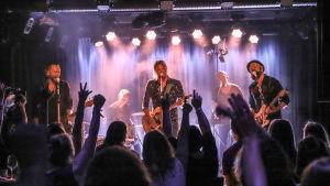 Von Hertzen Brothers konsertissa Timanttinen keikka -ohjelmassa