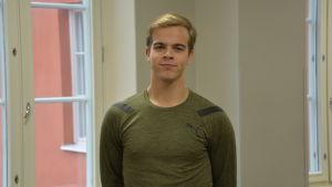 Axel Ahlskog studerar vid Katedralskolan i Åbo.
