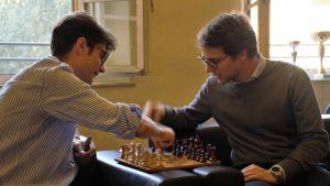 Studerande spelar schack vid universitetet Sant'Anna i Pisa