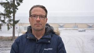 Inge Heydorn, delägare i ProPadel som bygger en padelhall intill Botniahallen i Korsholm.