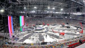 Düsseldorfissa vuoden 2011 Euroviisujen rakennusprosessi kolme viikkoa ennen viisuja, valtava halli ja isot screenit.