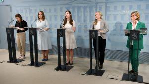 Regeringen Sanna Marin på presskonferens.