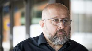 Porträttbild på Heikki Mäki vid Regionförvaltningsverket.