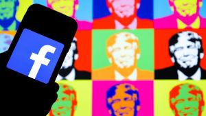 Facebooks logo och Donald Trump i bakgrunden.