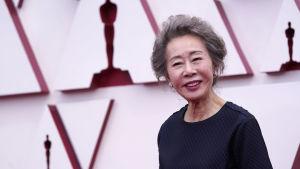 Skådespelaren Youn Yuh-jung från Oscarsgalans röda mattan år 2021.