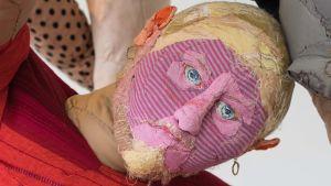 Pauliina Turakka Purhonens konstverk, en docka
