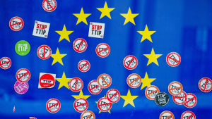 EU-flaggan efter en protest i Bryssel i september 2016.