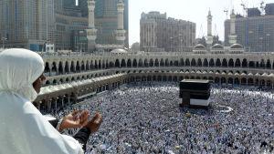 Indisk muslim ber i närheten av Kaaba