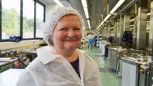 operativ chef Hellen Junninen i Espoo Caterings storkök i Kilo