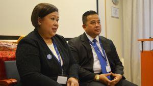 Indonesiens ambassadör Wiwiek Setyawati Firman och staden Medans representant Herri Zulkarnain Hutajulu.