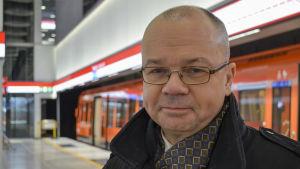 Tero Anttila på Hagalunds metrostation