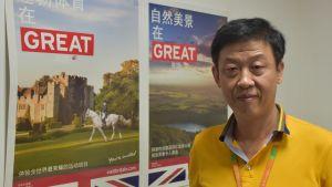 Kenneth Chau säger att majoriteten av de kinesiska turisterna nuförtiden uppför sig bra. De som gör bort sig och skämmer ut Kina svartlistas av staten.