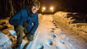 Simon Reeve tutkii amurintiikerin jälkiä sarjassa Simon Reeve Venäjällä