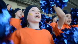 Björneborgs svenska samskola vann hejarklackstävlingen i lågstadieklassen i Stafettkarnevalen 2019.