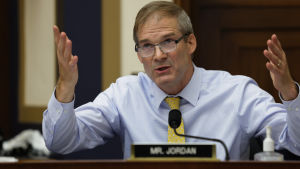Jim Jordan gestikulerar med händerna.