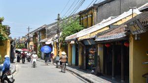 Många inhemska turister smittades av coronaviruset när de flockades i den historiska staden Hoi An i centrala Vietnam i juli. Efter det har gatorna i staden gett ett närmast övergivet intryck.