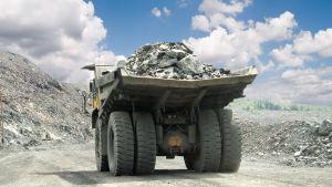 En lastbil lastad med sprängsten.