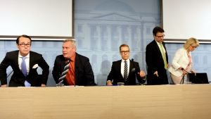 Ministrar diskuterar budget
