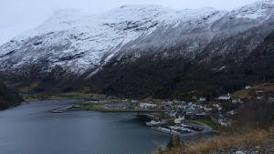 Byn Hellesylt i västra Norge