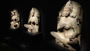 Yogafigurer på utställning