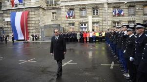 President Francois Hollande hedrade minnet av dem som dödades i terrordåd för ett år sedan, bland dem tre poliser