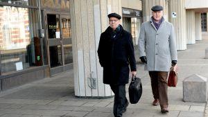 SAK:s Lauri Lyly och STTK:s Antti Palola anländer till förhandlingarna på söndagen