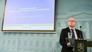 Justitie- och arbetsminister Jari Lindström