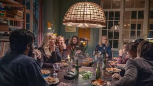 Hela gänget som bor i kollektivet samlade runt matbordet.