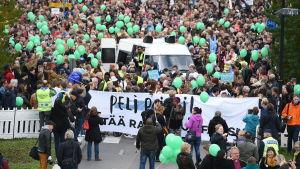 Peli Poikki-demonstration i Helsingfors.