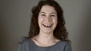 Riksdagsledamot Emma Kari från de gröna krävde ett slut på trakasserierna av regnbågsfamiljer.
