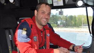Befälhavare Mikael Andersén på sjöräddningsbåten Rautauoma