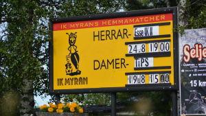 Skylt i Nedervetil berättar när Myran spelar sina matcher.