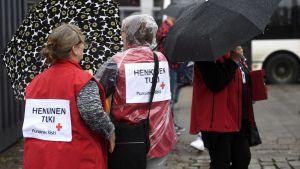 Röda korsets medarbetare på Salutorget i Åbo erbjöd samtalshjälp.