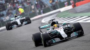 Lewis Hamilton och Valtteri Bottas i farten.