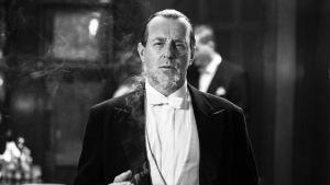 Heino Ferch esittää ohjaaja Fritz Langia Gordian Mauggin elokuvassa (2012).