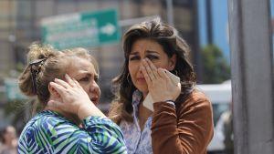 Oroliga kvinnor i Mexico City strax efter skalvet 19.9.2017