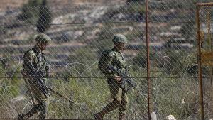 Israeliska säkerhetsstyrkor patrullerar vid bosättningen Har Adar.