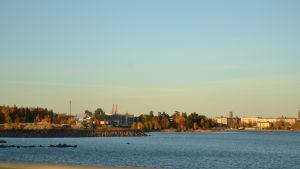 Vy över Vasa stad tagen från Myrgrundsbron.