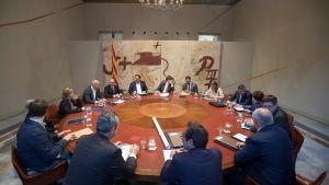 Carles Puigdemont leder veckomötet för det regionala kabinettet.