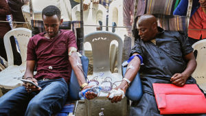 Somaliska män donerade blod i stadsdelen Eastleigh, i Nairobi 17.10.2017.