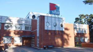 Huvudbyggnaden på Sisu Auto i Karis.