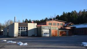 Mustion Mc verkar i byggnaden till vänster.